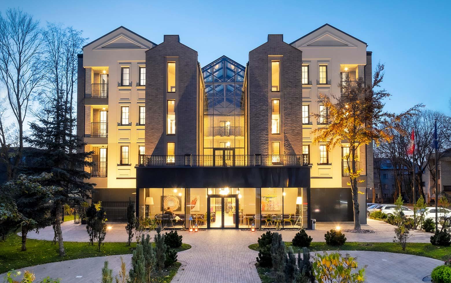 gospa-viesnica-amsterdam-plaza-exterior